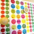 Matrica - mosolygós arcok smiley-k fémesen csillogó - 15 mm - 35 db / ív - reward stickers