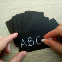 Üres, krétával írható felületű fekete papírkártya, 10 db-os csomag