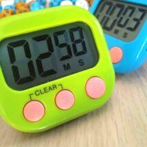 """Időzítő, """"csipogós"""" visszaszámláló és stopper, mágneses, tartótalppal - időkeret méréséhez, zöld"""