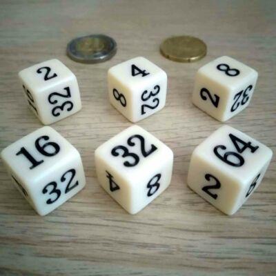 A kocka egyes lapjain a kettő első hat hatványa szerepel: 2 - 4 - 8 - 16 - 32 -64