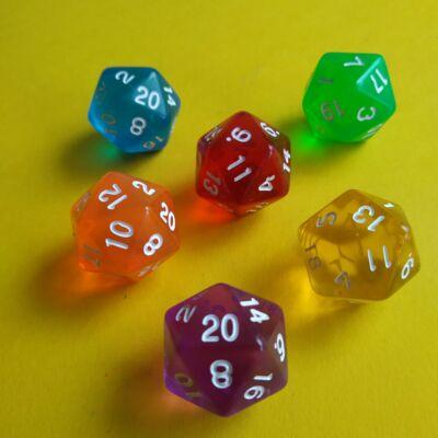 """Húszoldalú ikozaéder """"kocka"""" lapszámozva 1-20-ig, áttetsző lila - egyéb színekben is! (1 db)"""