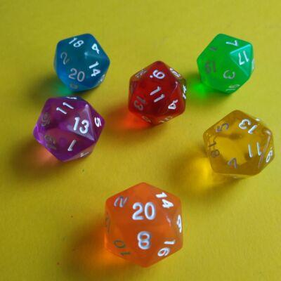 """Húszoldalú ikozaéder """"kocka"""" lapszámozva 1-20-ig, áttetsző narancssárga - egyéb színekben is! (1 db)"""