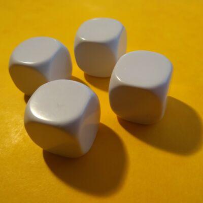 Üres dobókocka - díszíthető, felmatricázható - pl. történetmeséléshez, 16 mm-es, műanyag, fehér (1 db)