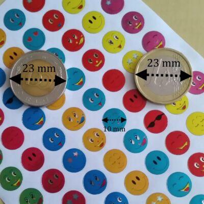 Matrica - mosolygós arcok smiley-k fémesen csillogó, 10 mm, 80 db / ív