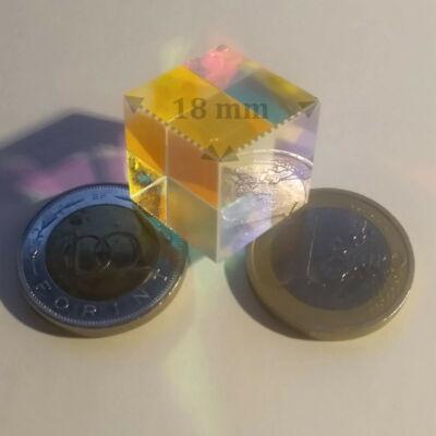 Fénytörő prizmakocka 18 mm-es élhosszal – Kísérletek fizikaórán – Természettudományok tanítása