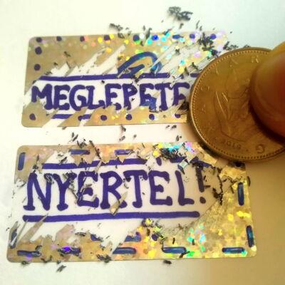 Kaparós sorsjegy készítése – Scratch off sticker labels – Lekaparható matrica – 50x25 mm csillámló ezüst téglalap