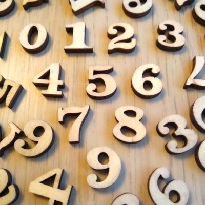 Számjegyek 0-tól 9-ig a tízes számkör játékos gyakorlásához – 100 db